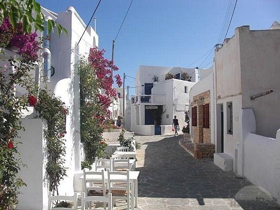 street-in-chora-folegandros.