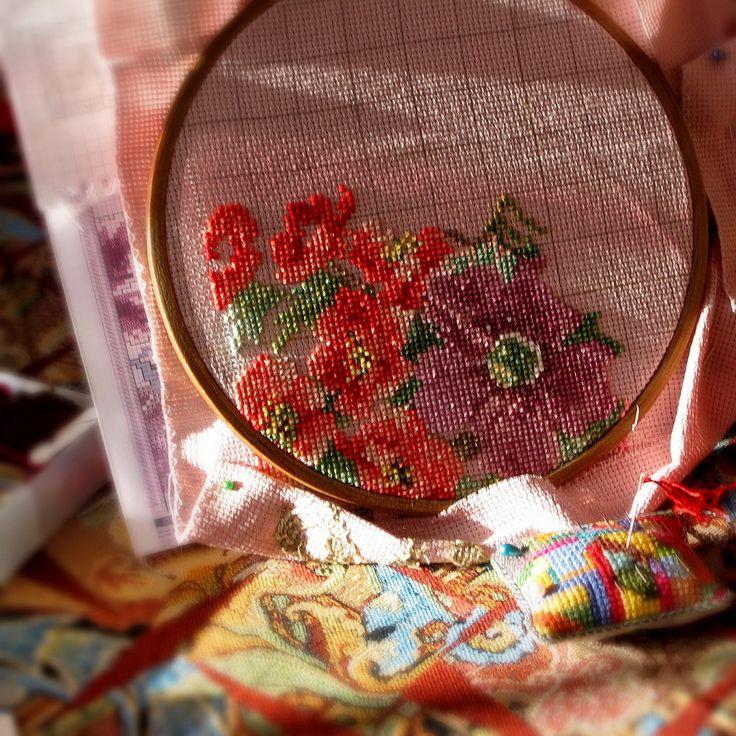 Cross stitch roses in progress #flowers #embroidery#cross stitch  #вышивка #крестиком #вышивка розы #пяльцы