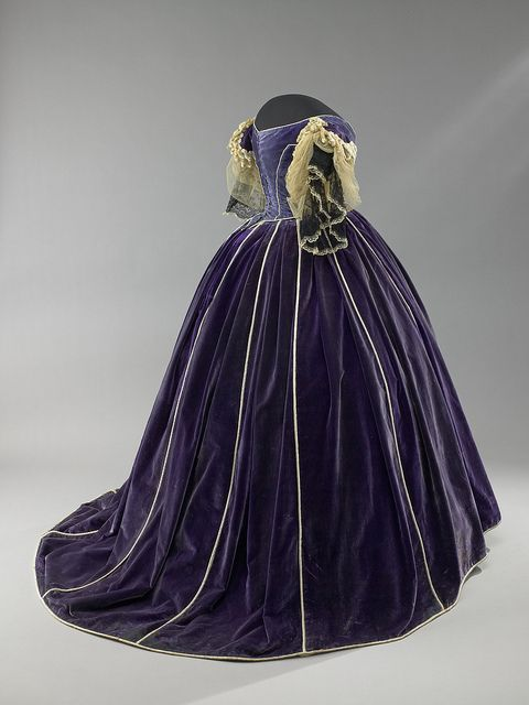 #Mary #Lincoln's Purple Velvet Ensemble. This outfit believed to have been made by African American dressmaker Elizabeth Keckly and worn by the first lady during the winter social season of 1861–62. All three pieces are piped with white satin. The daytime bodice is trimmed with mother-of pearl buttons. Its lace collar is of the period but is not original to the bodice. The evening bodice is trimmed with lace and chenille fringed braid. #Historical #Fashions