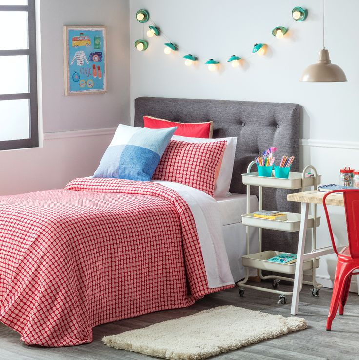 Nuestros cobertores Handloom son livianos y coloridos, perfectos para el dormitorio juvenil. Ven a conocerlos en todos sus colores y tamaños.