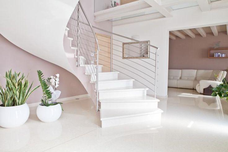 Bílá podlaha s vysokým leskem, Lixio microterrazo, podlahy BOCA. / White flooring with high gloss, Lixio microterrazzo.  http://www.bocapraha.cz/en/product/1060/lixio/