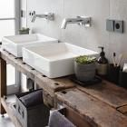 Trafogebäude wird Wohnhaus: Badezimmer mit Werkbank