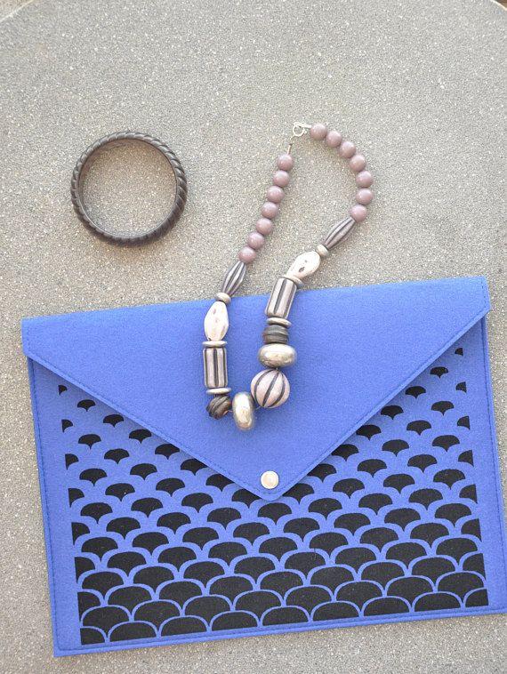 Blue clutch purse, Envelope clutch, Blue handbag, Laptop carrying case, Folder case, Blue laptop case, Felt macbook sleeve, Laptop cover