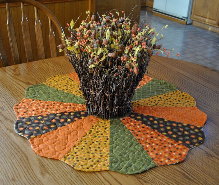 dresden plate table mat pattern | Fall and Christmas Reversible Dresden Plate by cachecreekquilts