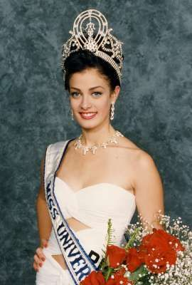 in 1993 Dayanara Torres wins the Miss Universe Pageant.