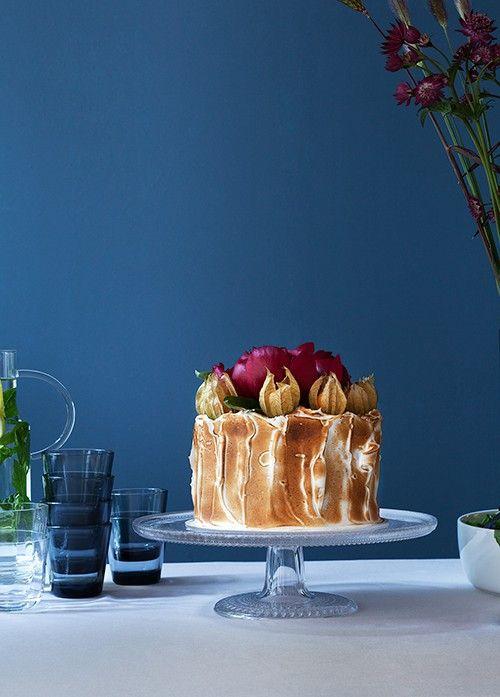 Backen. Leckere Kuchen Rezepte & Torten Rezept: Diese Heidelbeer-Ricotta-Torte mit gesalzenem Karamell und flambierten Baiser könnt ihr jetzt selbst machen oder einfach bestellen bei Tausendsuend.   Ohhh… Mhhh…