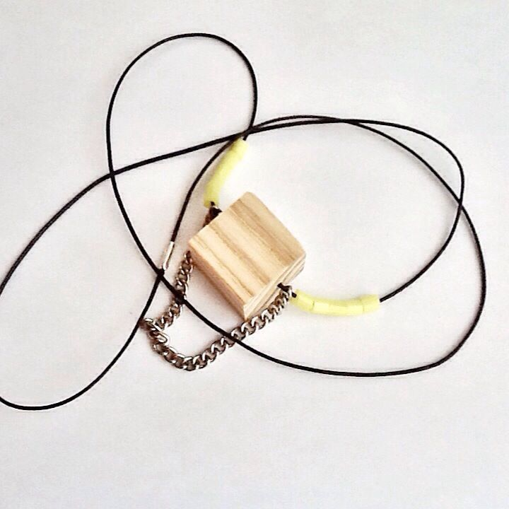 CUBE : necklace with black string, wood cube, steel chain and yellow venetian beads! lovely!