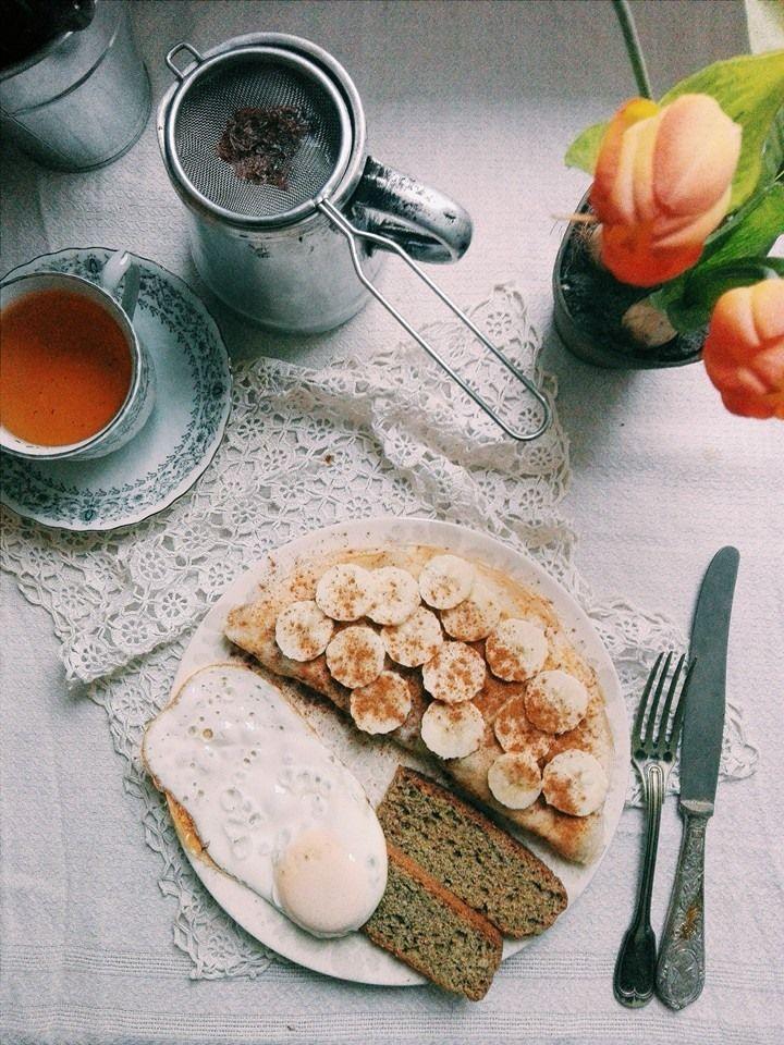 Pequeno-almoço de hoje: Omelete de claras, banana e canela com pão caseiro de trigo sarraceno (oferecido pela amiga) e ovo estrelado sem gordura. Para beber, infusão de roibos baunilhado. Receita aqui Breakfast today: Banana and cinammon omellete...