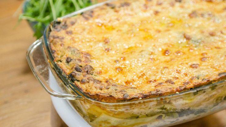 Op grootmoeders wijze met Bart De Pauw: Lasagne met kip, prei, spinazie en raapsteeltjes   VTM Koken
