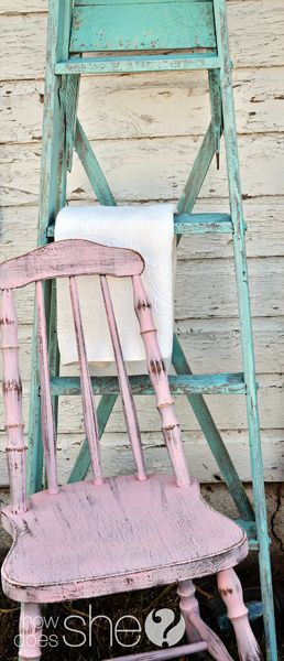 Love the painted ladder... Never would have thought to paint one! love it!! Pink chair.... Love!