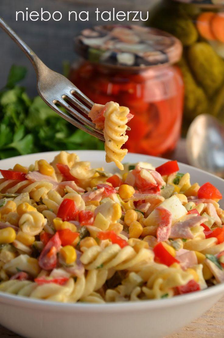 Łatwa i smaczna opcja na karnawałowe i niekarnawałowe spotkania. Przez dodatek makaronu sałatka jest konkretna i może być samodzielnym danie...