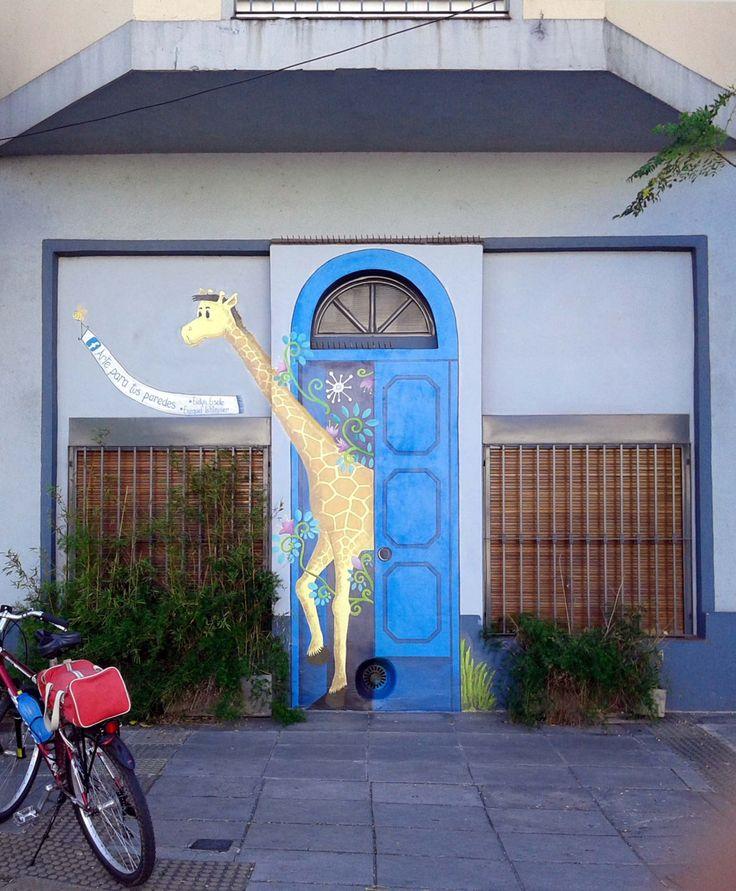 """-""""Marita, cerrá la puerta que se escapa la jirafa""""https://www.facebook.com/arte.paratusparedes.9Ochava en elB°de Colegiales34°34'30.2""""S 58°27'01.7""""W"""