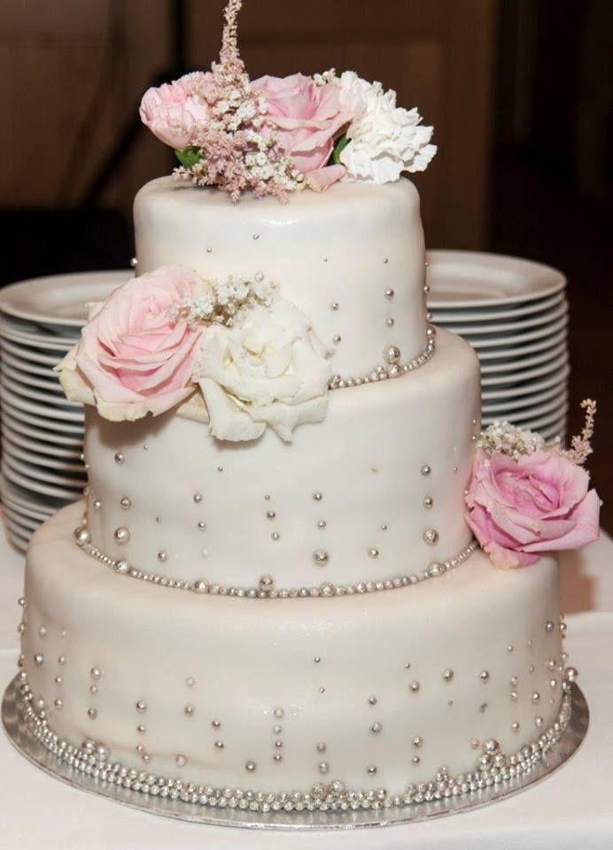 #weddingcake  #flowers #pearls #elegant