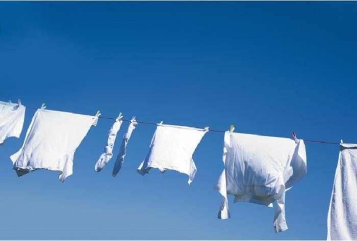 Γαριασμένα ασπρόρουχα; Ποτέ πια, με ένα απλό κόλπο Το επαναλαμβανόμενο πλύσιμο και τα φορτωμένα με σκληρά χημικά προϊόντα που κυκλοφορούν στο εμπόριο, συμβά