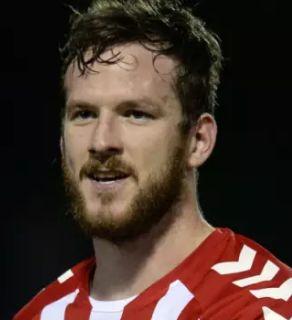 † Ryan McBride (27) 19-03-2017 Ryan McBride, de 27-jarige aanvoerder van het Noord-Ierse Derry City, is plotseling overleden. De voetballer werd zondagavond dood in zijn slaapkamer gevonden. https://youtu.be/uEmg88VtCSI?t=6