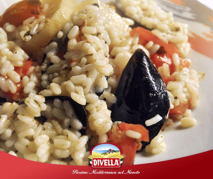 Oggi ti proponiamo un piatto must della tradizione pugliese: riso, patate e cozze. Provalo con il Riso Superfino Carnaroli Divella, scoprilo qui: https://goo.gl/tHiRJ9