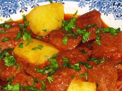 MALZEMELER   1 kg dana gulaş  3 adet kuru soğan  5 diş sarımsak  2 adet patates  1 çorba kaşığı salça  1 çorba kaşığı tereyağ  2 çorba ka...