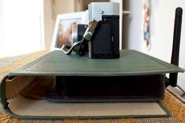Coloque seu roteador de wi-fi dentro de um livro antigo (Foto: Reprodução/BuzzFeed)