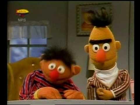 Bert & Ernie - Kersen wegen - YouTube