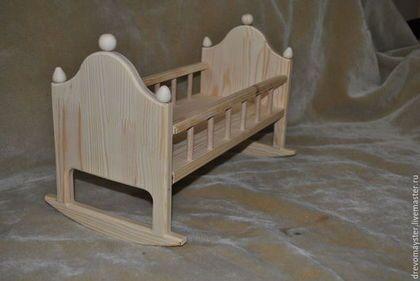 Купить или заказать Люлька для куклы в интернет-магазине на Ярмарке Мастеров. Кроватка для куклы ручной работы изготовлена из сосны. Все детали деревянной кровати для кукол тщательно отшлифованы и отполированы. Все углы заокруглены, что делает кроватку из дерева безопасной в использовании. Покрытие кукольной кроватки - натуральное льняное масло, по желанию кроватка для кукол может быть покрыта другим материалом или остаться непокрытой.