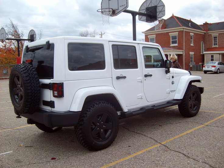 another white Jeep wrangler