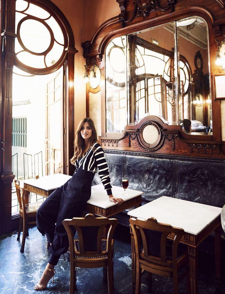 Sara Carbonero nos enseña Oporto | via Elle.es La periodista nos recibe en su casa de Oporto y nos muestra sus rincones preferidos de la ciudad. Una deliciosa visita al más puro estilo 'slow life'. Oporto es una ciudad que o te enamora o puede provocarte una cierta saudade, por ese aire de decadencia elegante que desprende», afirma Sara Carbonero...«A mí me cautivó en cuanto la pisé. #Portugal