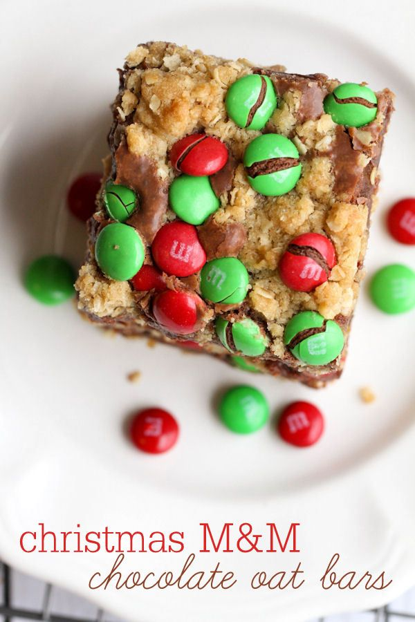 Christmas M&M Chocolate Oat Bars { lilluna.com } Easy and so delicious!!