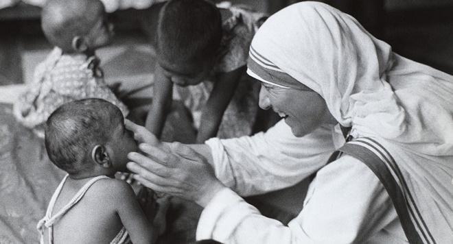 Covesia.com - Bunda Teresa dari Kolkata dinobatkan sebagai orang suci atau santa…