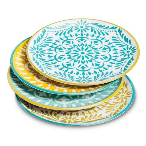 Add a burst of color and a decorative touch to your kitchen with the Mudhut Marika Dinner Plates Set of 4 in Blue and Gold. The melamine construction makes this set perfect for the patio or the kitchen