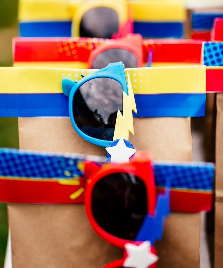 Send all the happy party guests home with some #Superhero Party #Favors! Featuring SIMONEmadeit Party Printables http://www.simonemadeit.com/superhero-birthday-party/