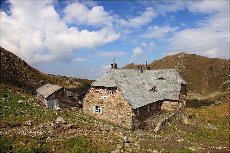 Cabane montane: Cabana Podragu (2.136 m), Muntii Fagaras