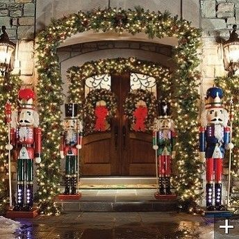 Superb Love The Lifesize Nutcrackers.Brought To You By Cookies In Bloom And  Hannahu0027s Caramel Apples