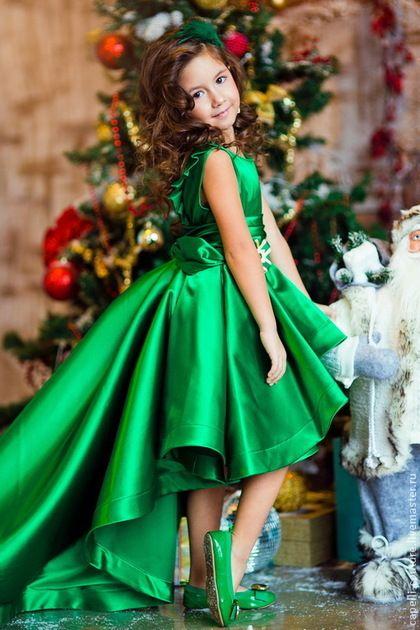 Купить или заказать Византия нарядное платье в интернет-магазине на Ярмарке Мастеров. Нарядное атласное платье для девочки насыщенного изумрудного цвета с шикарным шлейфом. Стоимость указана для размер 104. Стоимость для других размеров, пожалуйста, уточняйте.