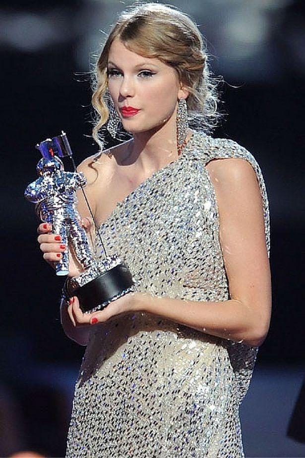 Kanye West interrupts a WEDDING speech as he mimics Taylor Swift moment