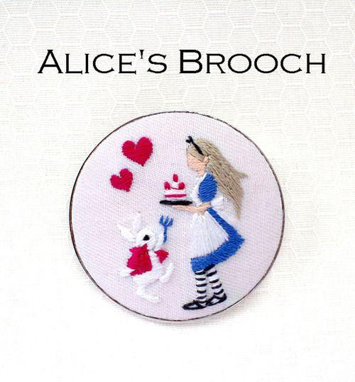 『不思議の国のアリス』ブローチ刺繍キット