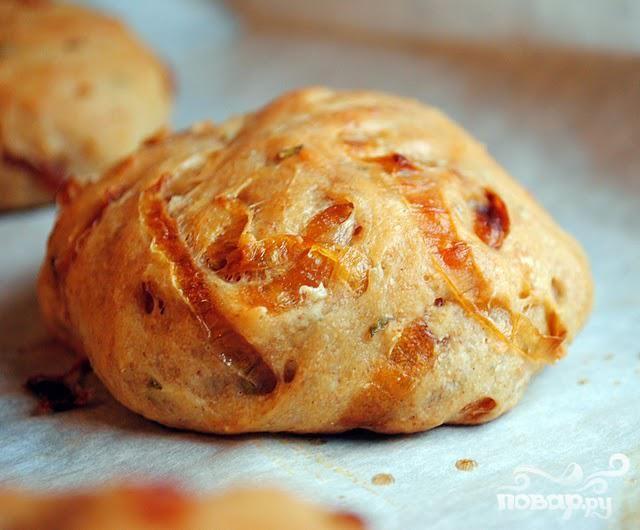 Хлеб с луком и розмарином
