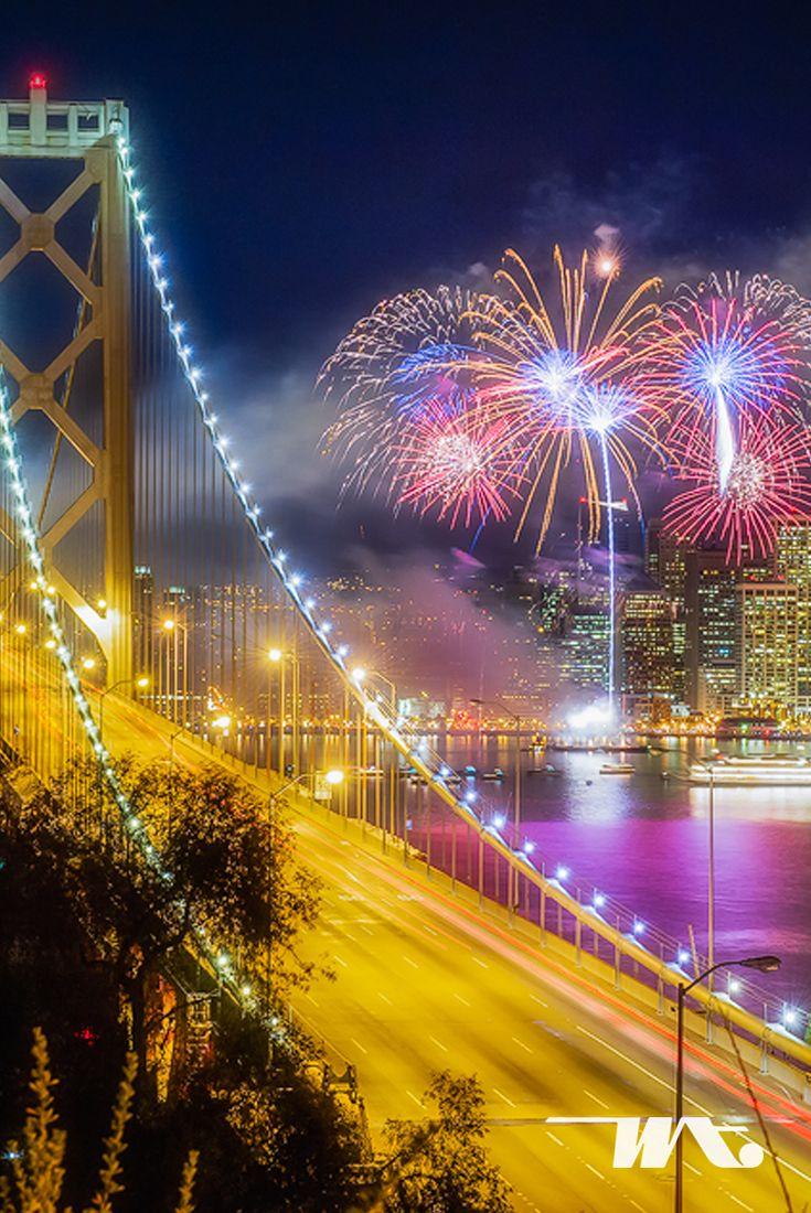 Pada setiap malam tahun baru, jembatan paling terkenal di dunia ini menjadi incaran bagi wisatawan yang berada di San Francisco. Jembatan Golden Bridge akan semakin cantik dengan kembang api yang menyinari diatasnya. Jika Anda datang bersama pasangan, susana romantis juga akan Anda rasakan disini. #luxurytravel #luxuryworldtravel #witatour #witatourtravel #tour #holiday #travel #firework #newyear #newyear2017 #goldengate #america #usa #sanfrancisco