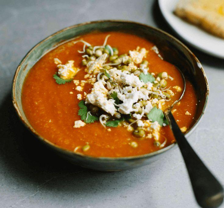 Rozgrzewająca zupa z kurkumą i soczewicą, idealnie nada się na mroźne zimowe dni. Można ją wykonać w prosty i szybki sposób i smakuje naprawdę świetnie!