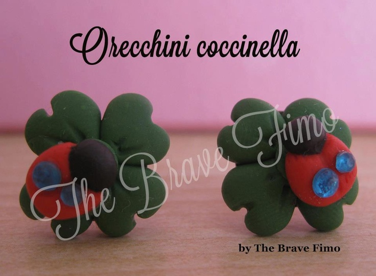 orecchini bottoncino con quadrifoglio e coccinella con strass in fimo Sono Totalmente realizzati a mano Senza stampi e lucidati con apposita vernice Costo: 5 euro