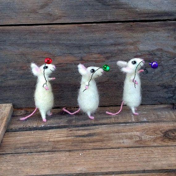 Feltrata mouse Mouse in miniatura bianco con animale di campana Mini ago feltro mini di casa delle bambole da collezione regalo Cute topi lana morbida scultura