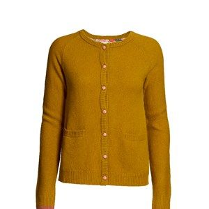 SUPERSOFT cardigan, curry. The classic and usable cardigan to be worn with every outfit. Made in sustainable wool from our Italien supplier. Beautiful details with Liberty fabric on the buttons.
