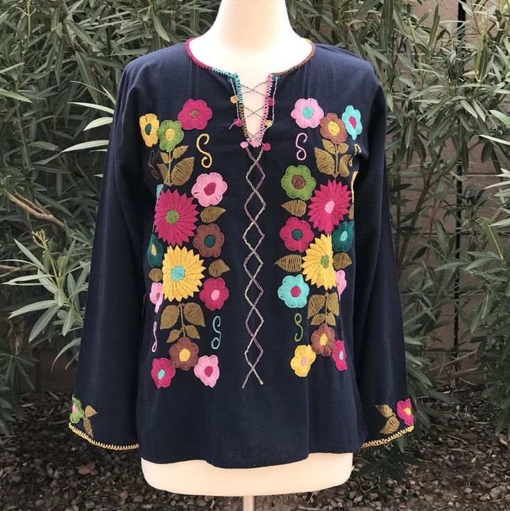 Size M Mexican blouse from Chiapas Mexico  Hand embroidered  #Handmade #Blouse