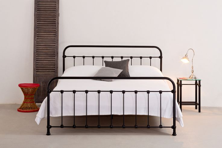 die besten 25 antike eisenbetten ideen auf pinterest antikers eisen vintage bett rahmen und. Black Bedroom Furniture Sets. Home Design Ideas