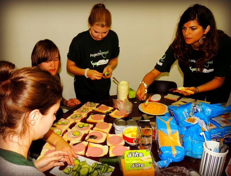 World Homeless Day // Volunteers Make Sandwiches for the Needy