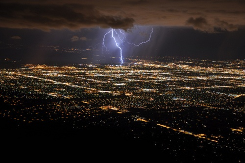 Lightening abounds.: Storms Lightning, Cities Nightscap, 32 Photo, Lightning Cities, Daily Afternoon, Afternoon Random, Amazing Pics, Cities Lights, Amazing Earth