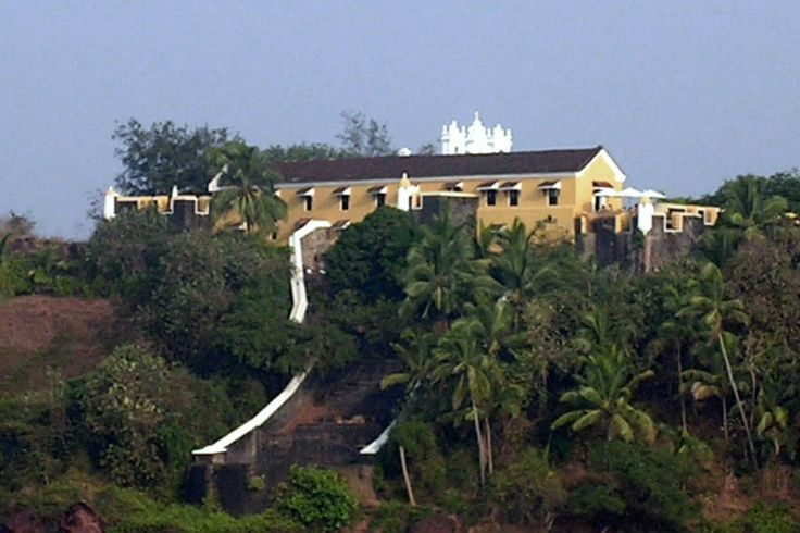 Terekhol Fort (also spelled Tiracol or Terekol) was built at the beginning of the 18th Century by the Marathas (native Marathi speaking people). It was quickly taken by the Portuguese, who held on to it until Goa achieved independence from its colonial rulers in the 1960s.