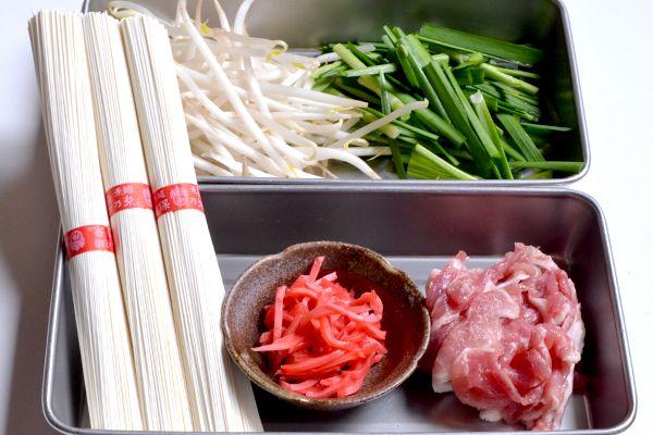 冷房で冷えた体に 紅しょうがたっぷりの「豚肉とにらのスタミナにゅうめん」 - 【E・レシピ】料理のプロが作る簡単レシピ[1/2ページ]
