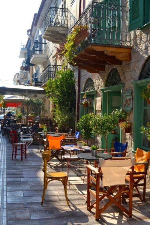 Sunday morning at the town of Nafplio.!