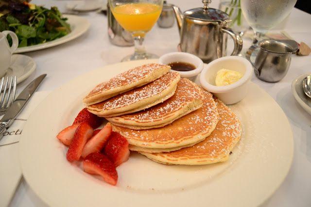 Девушка конфеты дома: Возьмите поздний завтрак в Нью-Йорке
