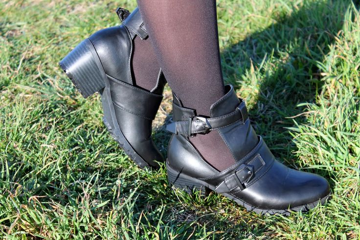 Mitzi Love: Cut out boots